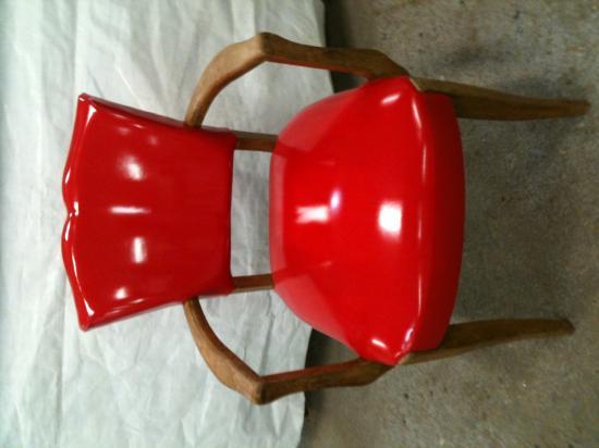 fauteuil en simili rouge laqué