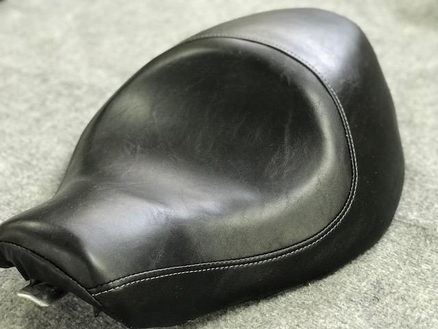 Selle Harley Davidson en simili noir