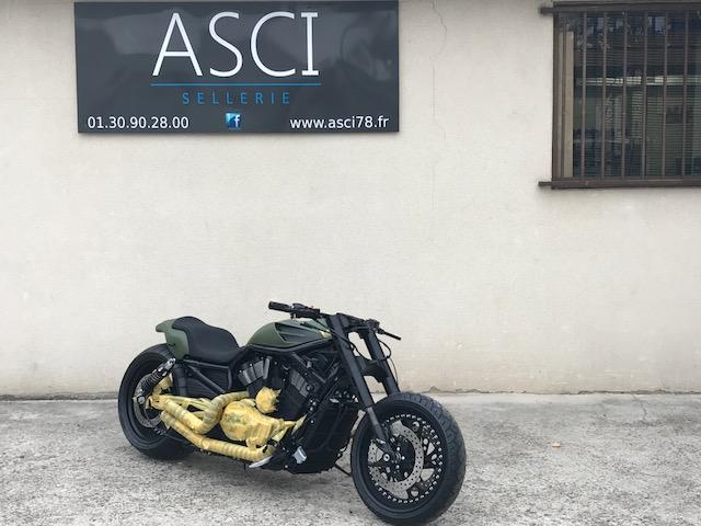Réalisation selle sur Harley Davidson ;support confort et garnissage